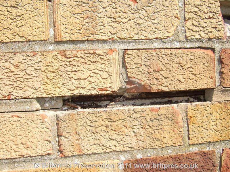 how to fix rusting metal damp courses